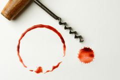 Пятно вина и штопор антиквариата Стоковые Фотографии RF