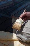 пятно колеривщика s удерживания палубы щетки Стоковая Фотография