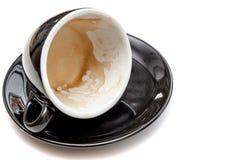 Пятно кофе в черной чашке на белой изолированной предпосылке Стоковые Изображения RF