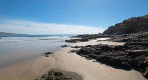 Пятно прибоя пляжа Cerritos скалистое в Нижней Калифорнии в Мексике стоковые фотографии rf