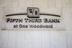 Пятые третьи экстерьер и логотип банка в Детройте Стоковое Фото