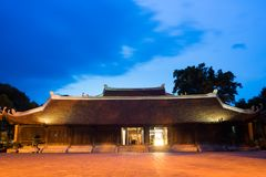 Пятый двор на виске литературы или Van Mieu в Ханое Построенный в 1070 для того чтобы удостоить Конфуция и в наше время отпраздно стоковое изображение