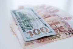 Пять тысяч рублей и 100 долларов Концепция торговой операции, концепция курса стоковые фотографии rf
