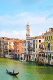 Плавание гондолы на грандиозном канале, Венеции, Италии Стоковая Фотография RF