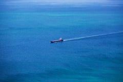 Плавание грузового корабля в Атлантическом океане Стоковые Фото
