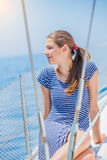 Плавание девушки на яхте в Греции Стоковая Фотография RF