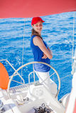 Плавание девушки на яхте в Греции Стоковое Фото