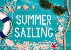 Плавание лета - праздники на пляже стоковая фотография