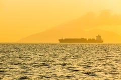 Плавание корабля на океане Стоковые Фото