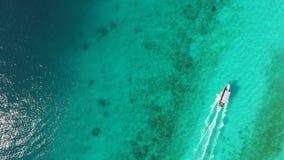 Плавание моторной лодки в океане Стоковая Фотография RF