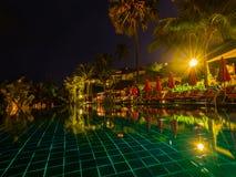 Плавательный бассеин на ноче Стоковое Изображение