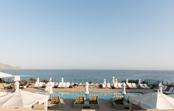 Бассеин с взглядом океана Стоковые Изображения