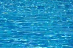 Плавательный бассеин с солнечный отражениями Стоковое Изображение RF