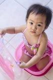 Плавать славного маленького ребёнка ждать Стоковое фото RF
