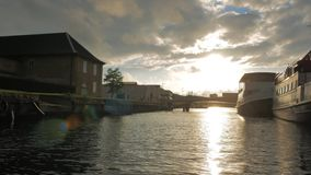 Плавать через каналы Копенгагена акции видеоматериалы