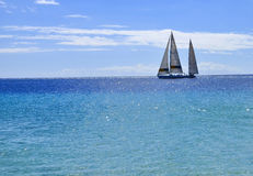 Плавать яхта в Фуэртевентуре Канарские острова tenerife Стоковое фото RF
