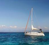 Плавать яхта, голубая лагуна Стоковое фото RF