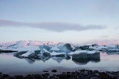 плавая лагуна jokulsarlon айсбергов ледника Стоковое Фото