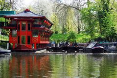 Плавая китайский ресторан на канале правителя, Лондоне Стоковое фото RF