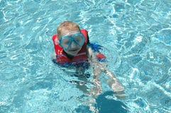 Плавая мальчик стоковая фотография