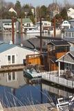 Плавая дом и двор воды. стоковые фотографии rf