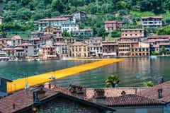 Плавая пристани Дорожка Christo художника на озере Iseo Стоковые Изображения RF