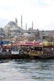 Плавая рестораны рыб в Стамбуле Стоковые Изображения