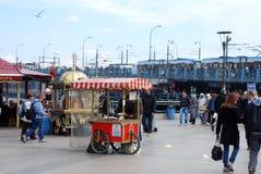 Плавая рестораны рыб в Стамбуле Стоковые Фотографии RF