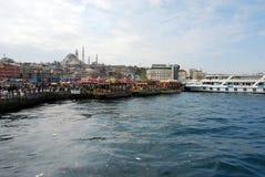 Плавая рестораны рыб в Стамбуле Стоковая Фотография