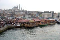 Плавая рестораны рыб в Стамбуле Стоковые Фото