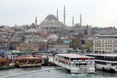 Плавая рестораны рыб в Стамбуле Стоковое Фото