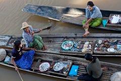 Плавая рынок, Мьянма Стоковая Фотография RF