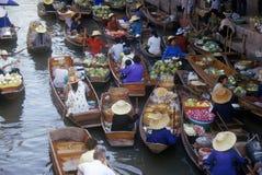 Плавая рынок на Damnoen Saduak вне Бангкока, Таиланда Стоковое Изображение RF