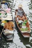 Плавая рынок, Damnoen Saduak, Таиланд Стоковое фото RF