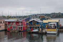 Плавучие дома в гавани, Виктории, ДО РОЖДЕСТВА ХРИСТОВА, Канада Стоковая Фотография