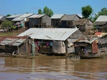 Плавучие дома и хаты сока Tonle Стоковая Фотография RF