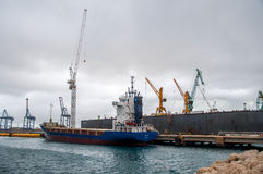 Плавучий док туристического судна стоковые изображения rf