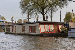 Плавучий дом на заходе солнца в Амстердаме Стоковая Фотография RF