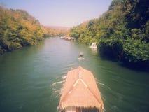 Плавучий дом размещещния на реке Kwai на национальном парке Sai Yok Стоковая Фотография RF