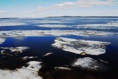 Плавя лед на Lake Onega Стоковые Фотографии RF