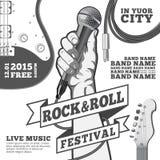 Плакат концепции фестиваля рок-н-ролл Вручите держать микрофон в иллюстрации кулака черно-белой Мультимедиа Стоковое Изображение