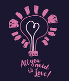 Плакат на день валентинки с лампочкой и сердце в стиле эскиза Стоковые Изображения RF