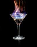 Пламенеющий коктеиль над чернотой стоковое фото rf
