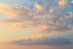 Пламенистое оранжевое небо захода солнца beautiful clouds Стоковые Изображения RF