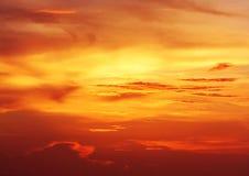 Пламенистые облака карибского захода солнца Стоковые Изображения RF