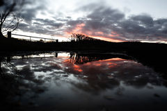 Пламенистые отражение & flooding захода солнца после шторма Imogen Стоковая Фотография RF