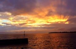 Пламенистые лучи захода солнца Стоковые Фотографии RF