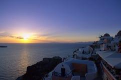 Пламенистый заход солнца в Oia, Santorini Стоковые Изображения