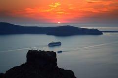 Пламенистый заход солнца от Imerovigli, Santorini Стоковые Фотографии RF