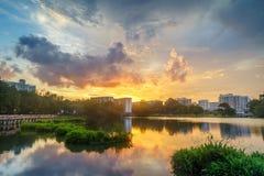 Пламенистый заход солнца, Сингапур Стоковая Фотография